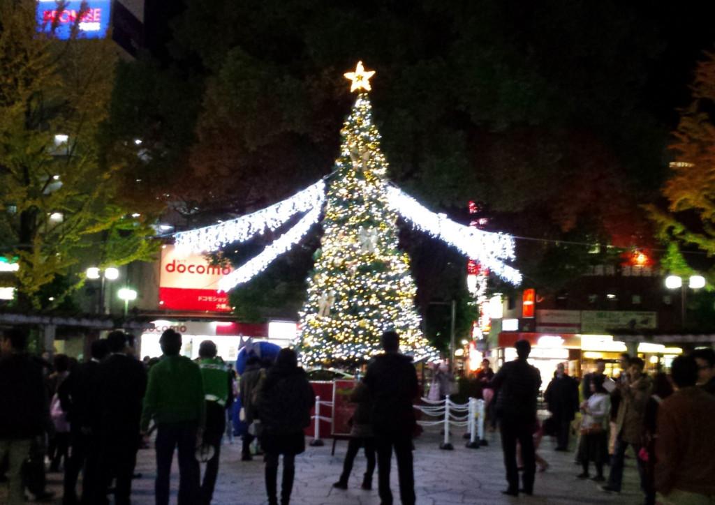 クリスマスツリーに飾るストリングライトのレンタル事例